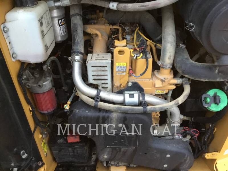 CATERPILLAR CHARGEURS TOUT TERRAIN 257D A2Q equipment  photo 11