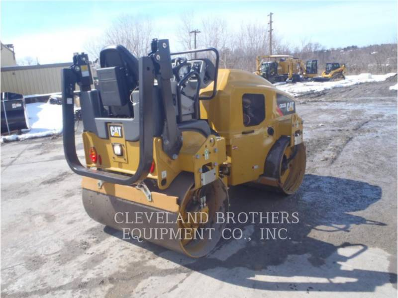 CATERPILLAR COMPACTADORES CB32B equipment  photo 3