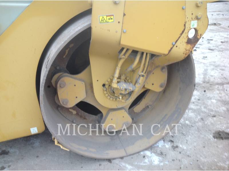 CATERPILLAR VIBRATORY DOUBLE DRUM ASPHALT CB-564D equipment  photo 16