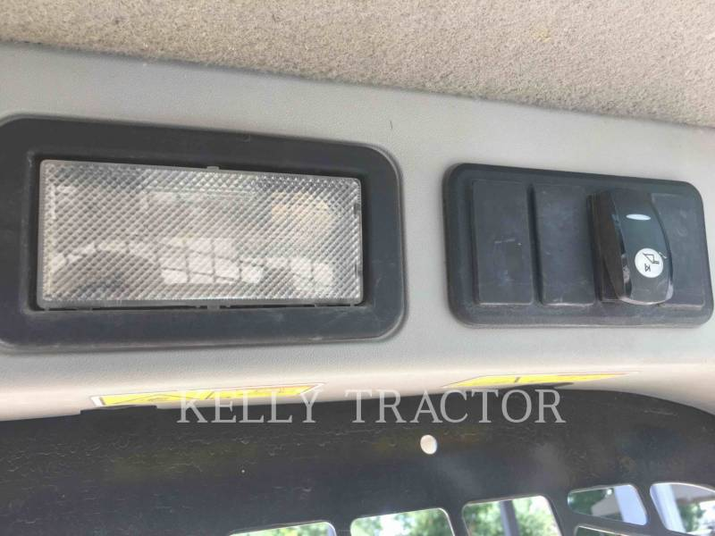 CATERPILLAR MULTI TERRAIN LOADERS 257D equipment  photo 14