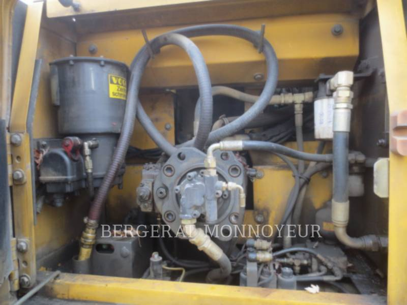 VOLVO CONSTRUCTION EQUIPMENT EXCAVADORAS DE CADENAS EC210BLC equipment  photo 12
