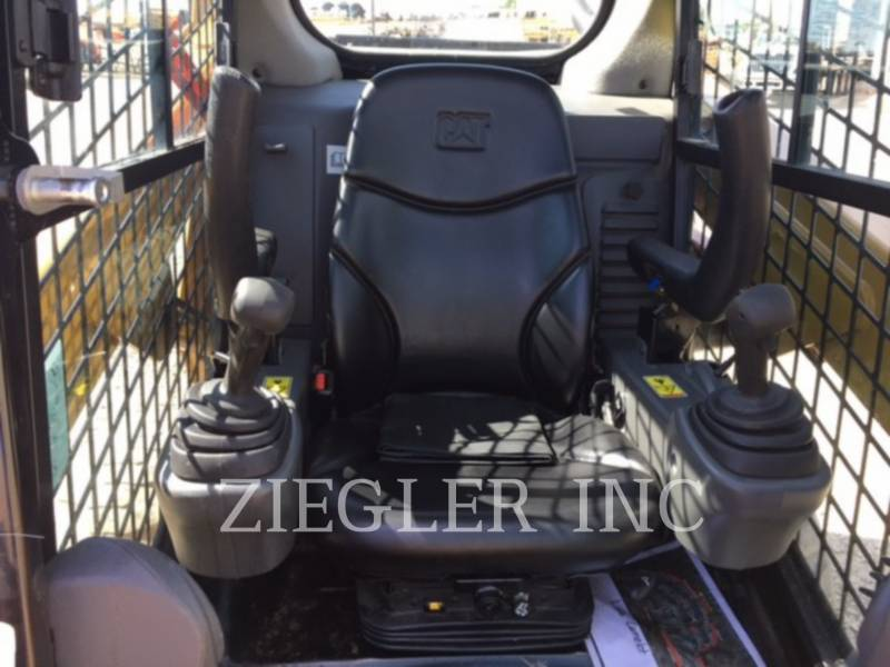 CATERPILLAR SKID STEER LOADERS 242DR equipment  photo 6