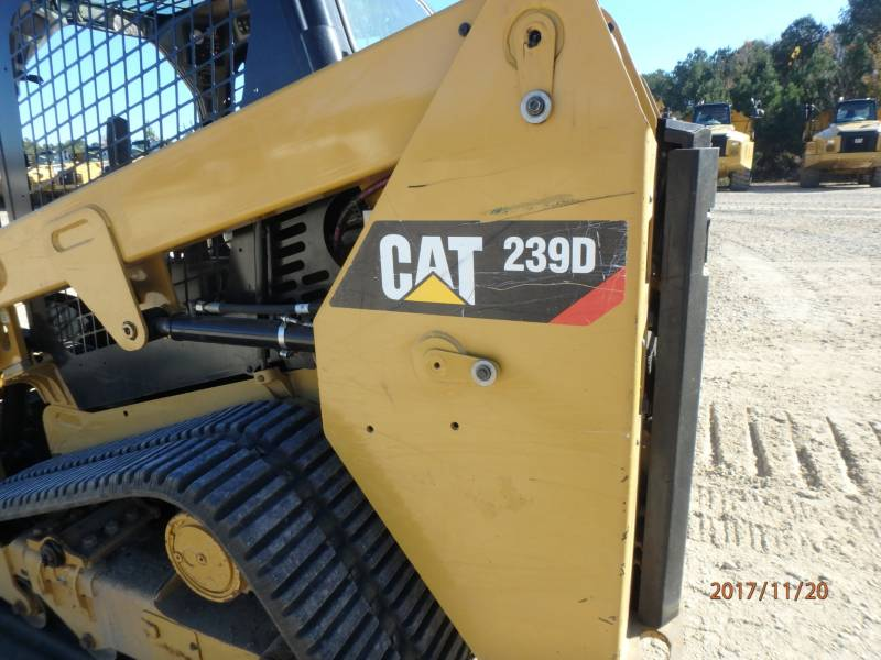 CATERPILLAR MULTI TERRAIN LOADERS 239D equipment  photo 23