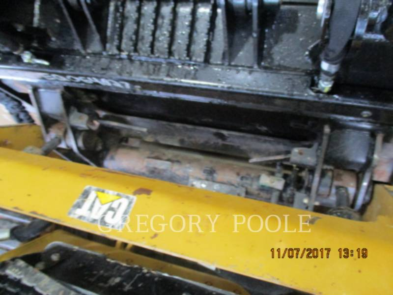 CATERPILLAR MULTI TERRAIN LOADERS 249D equipment  photo 8