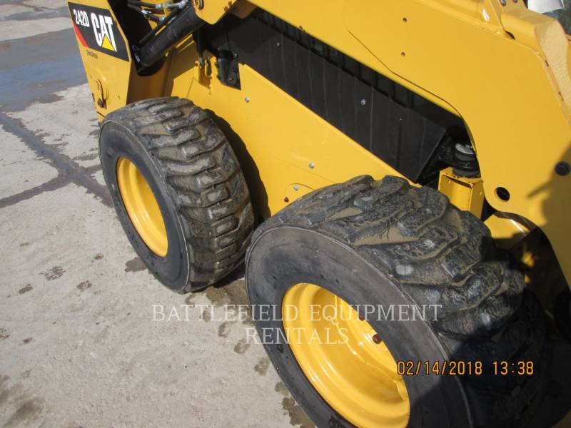 CATERPILLAR KOMPAKTLADER 242D equipment  photo 8