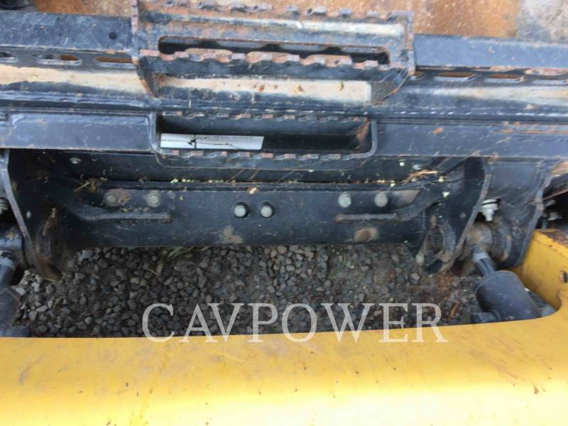 CATERPILLAR KOMPAKTLADER 216B2 equipment  photo 11