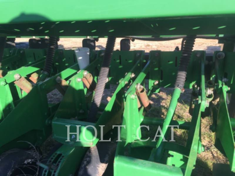 JOHN DEERE PLANTING EQUIPMENT 1530 equipment  photo 8
