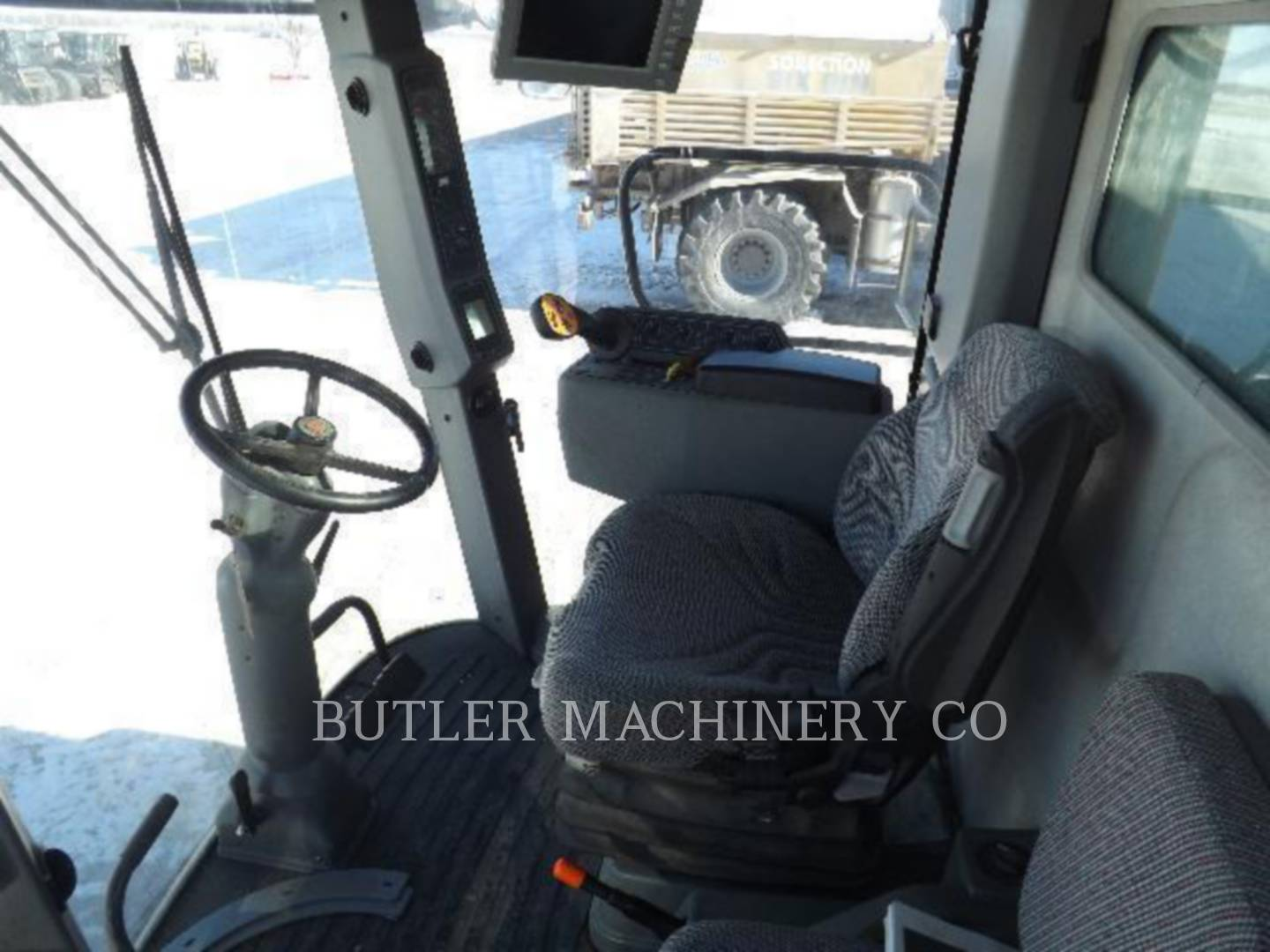 Detail photo of 2006 Gleaner R65 from Construction Equipment Guide