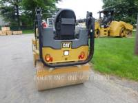 CATERPILLAR TRILLENDE DUBBELE TROMMELASFALTEERMACHINE CB24B equipment  photo 3