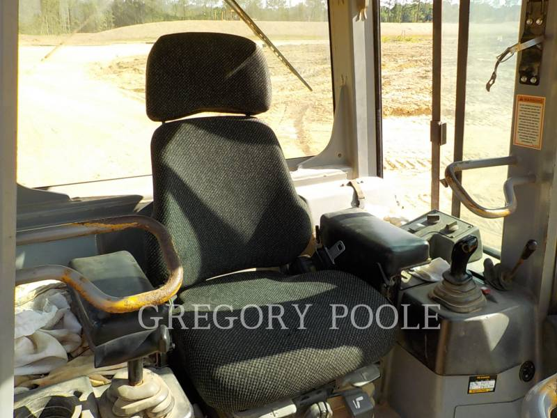 CATERPILLAR TRACK TYPE TRACTORS D5G XL equipment  photo 21