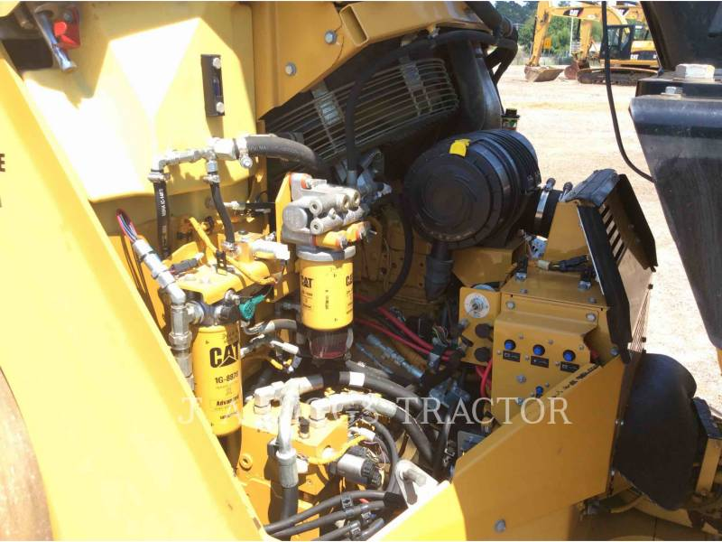 CATERPILLAR TRILLENDE DUBBELE TROMMELASFALTEERMACHINE CB64 equipment  photo 22
