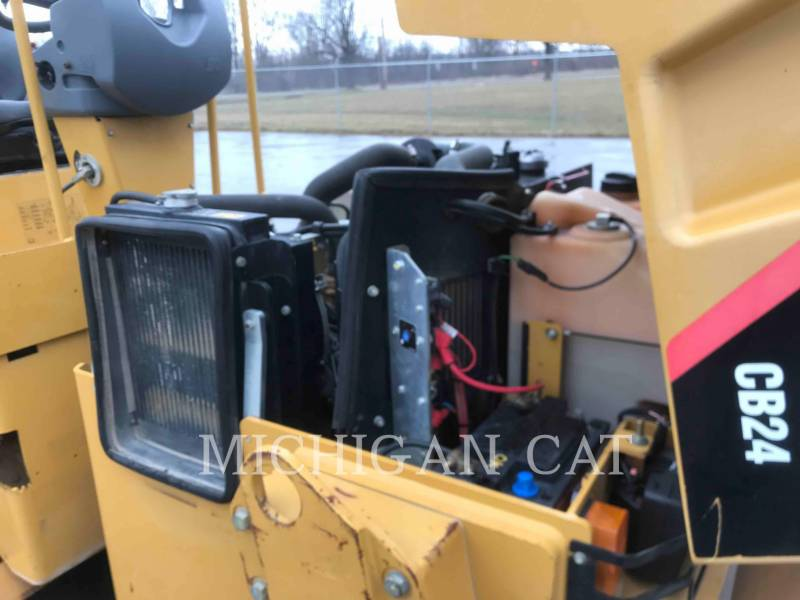 CATERPILLAR TAMBOR DOBLE VIBRATORIO ASFALTO CB24 equipment  photo 22