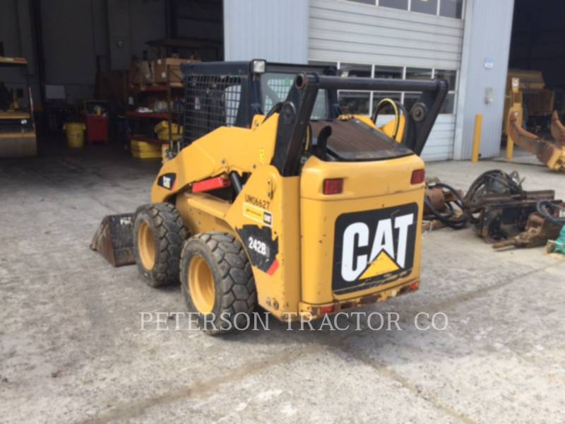CATERPILLAR SKID STEER LOADERS 242B equipment  photo 2