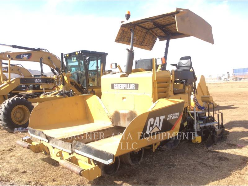 CATERPILLAR ASPHALT PAVERS AP-300 equipment  photo 7