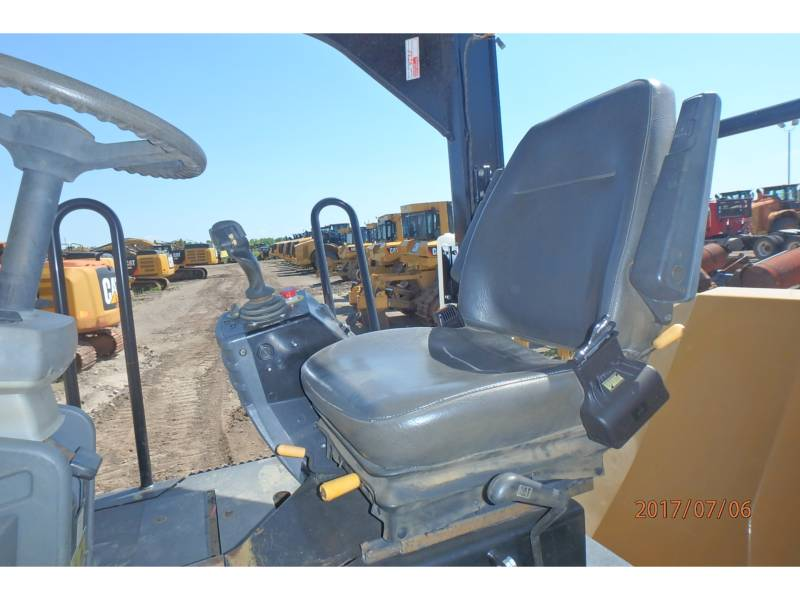 CATERPILLAR TANDEMVIBRATIONSWALZE, ASPHALT CB64 equipment  photo 7