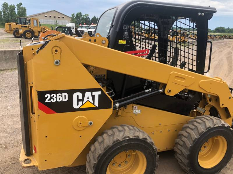 CATERPILLAR PALE COMPATTE SKID STEER 236 D equipment  photo 13