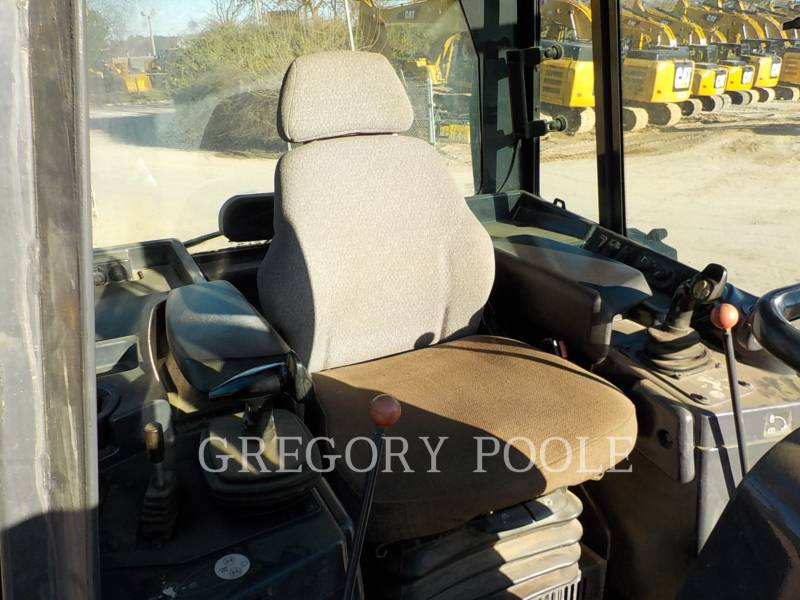 DEERE & CO. KETTENDOZER 750K LGP equipment  photo 21