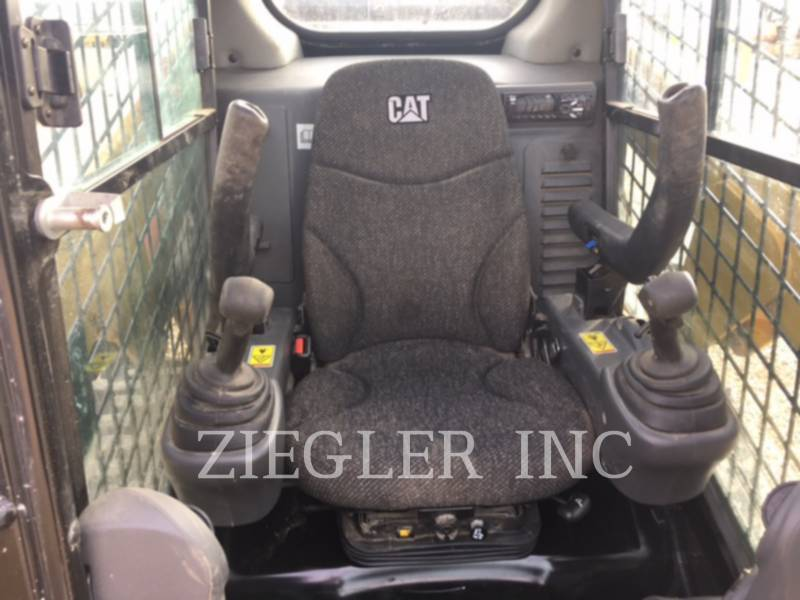 CATERPILLAR SKID STEER LOADERS 232DF equipment  photo 3