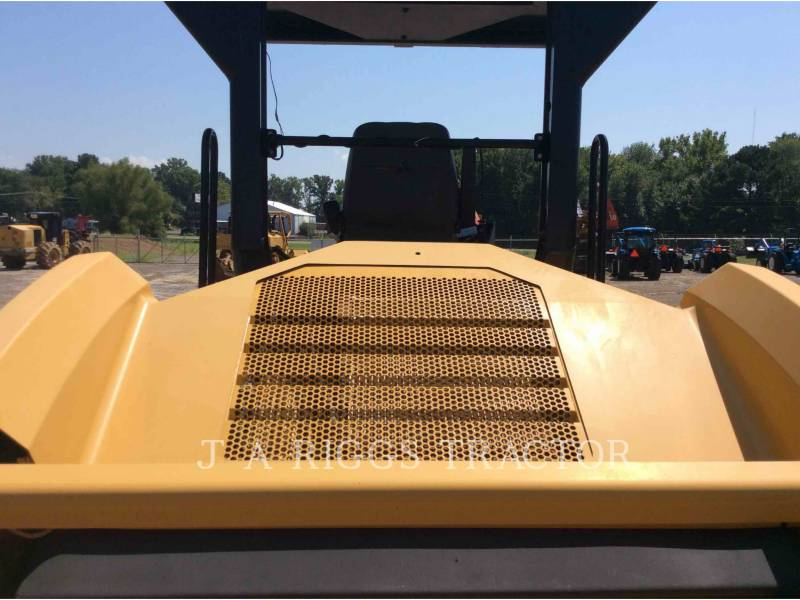 CATERPILLAR COMPATTATORE PER ASFALTO A DOPPIO TAMBURO VIBRANTE CB64 equipment  photo 11