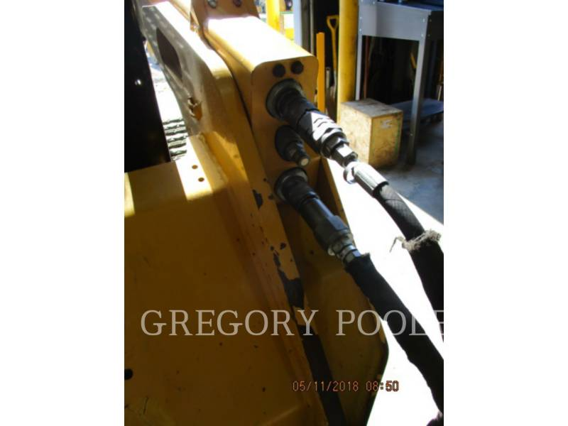CATERPILLAR DELTALADER 257D equipment  photo 9