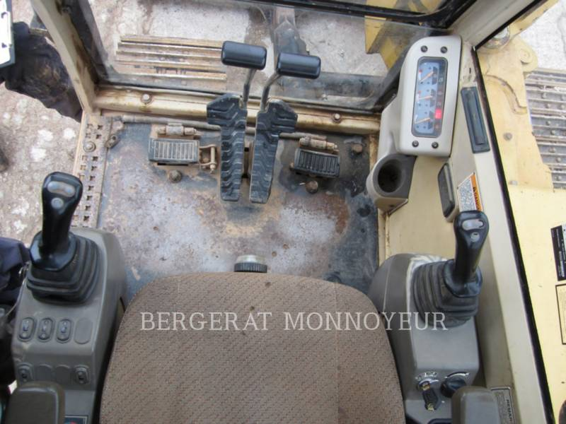 CATERPILLAR TRACK EXCAVATORS 307B equipment  photo 11