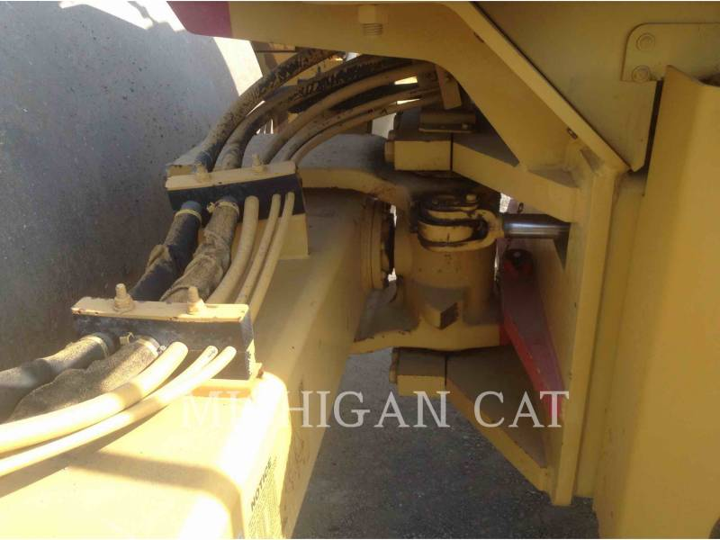 CATERPILLAR COMPACTADORES DE SUELOS CS683E equipment  photo 8