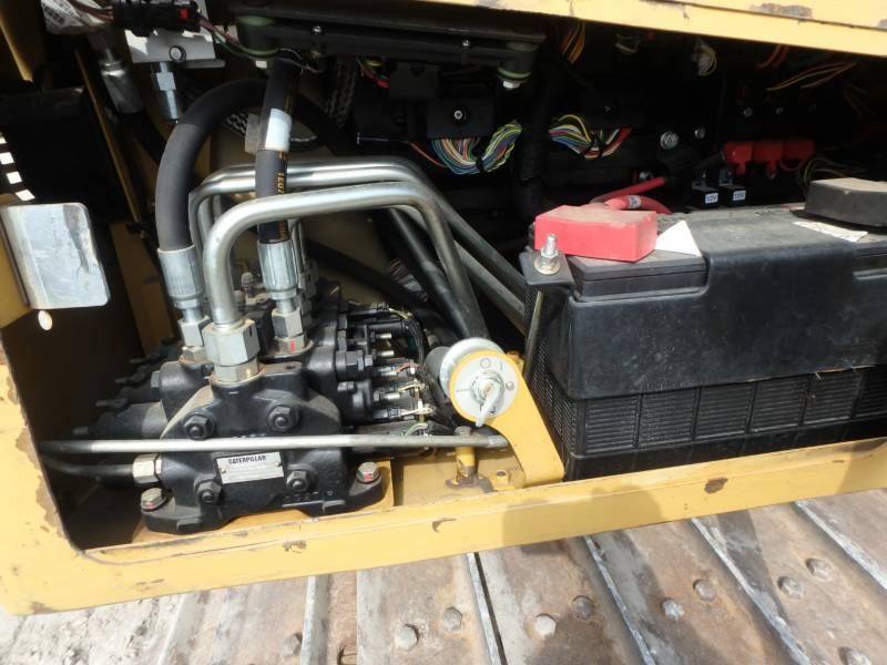 CATERPILLAR TRACK TYPE TRACTORS D5K2XL equipment  photo 20