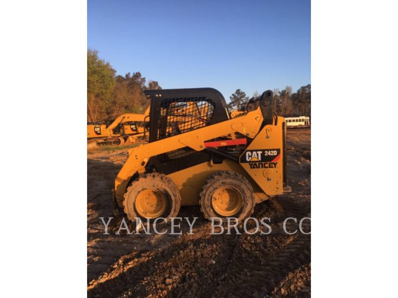 CATERPILLAR SKID STEER LOADERS 242D OROPS equipment  photo 2
