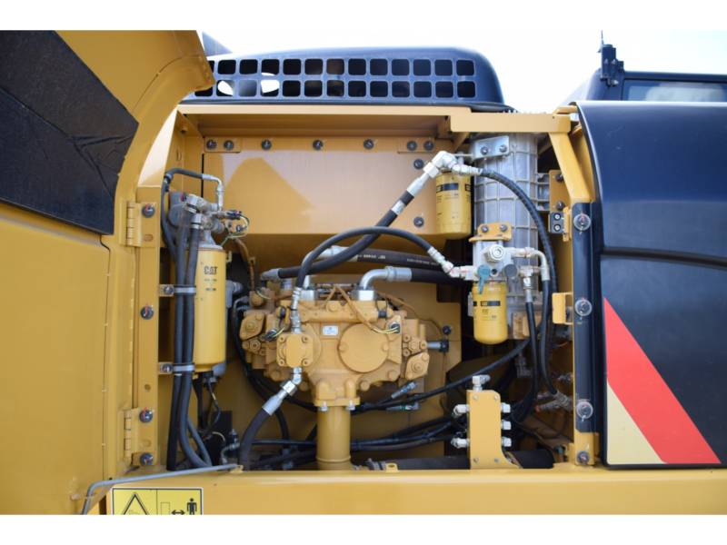 CATERPILLAR TRACK EXCAVATORS 323D2 equipment  photo 9