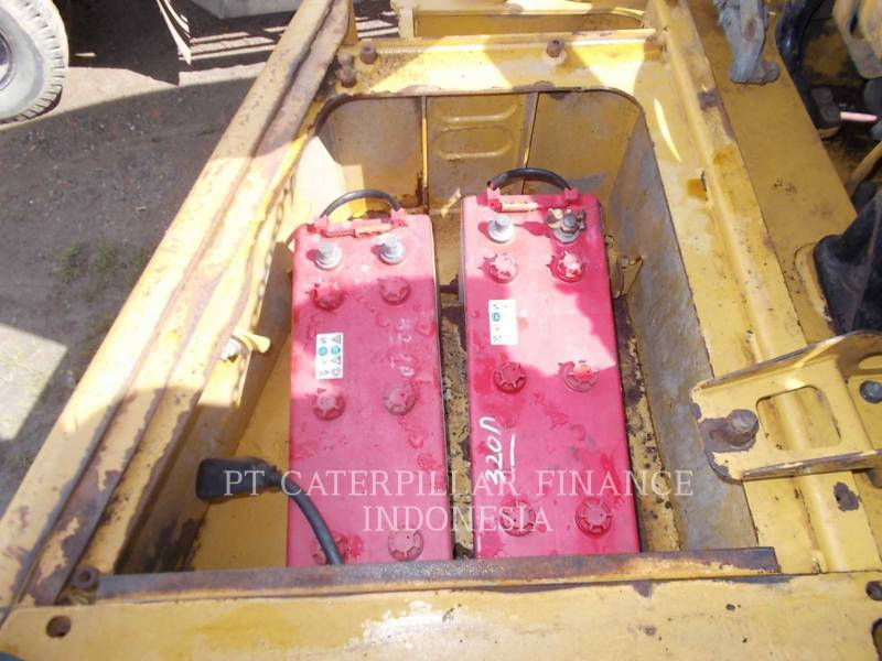 CATERPILLAR CAMIONES ARTICULADOS 740 equipment  photo 21