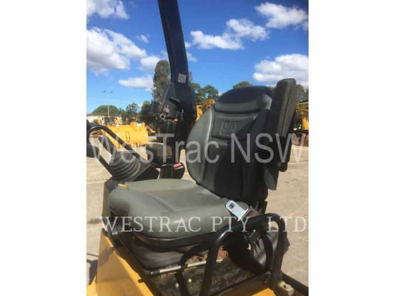 CATERPILLAR COMPACTEURS TANDEMS VIBRANTS CB22 equipment  photo 7