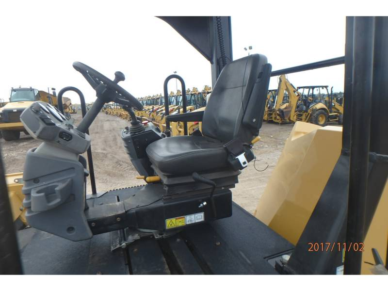 CATERPILLAR TANDEMVIBRATIONSWALZE, ASPHALT CB64 equipment  photo 6