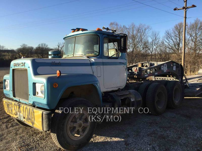 MACK CAMIONES DE CARRETER R223 equipment  photo 4