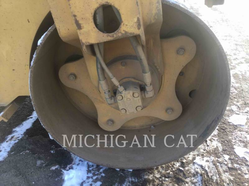 CATERPILLAR VIBRATORY DOUBLE DRUM ASPHALT CB24 equipment  photo 19