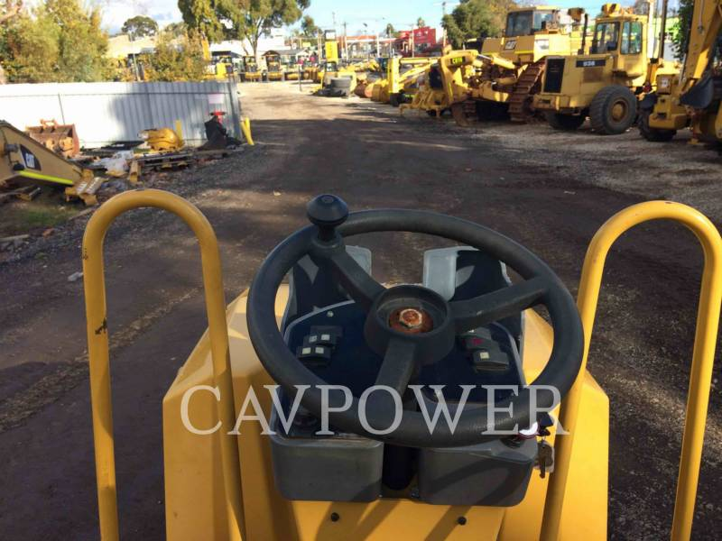 CATERPILLAR TAMBOR DOBLE VIBRATORIO ASFALTO CB24 equipment  photo 10