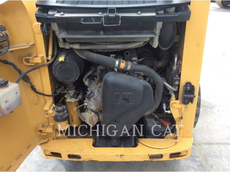 CATERPILLAR SKID STEER LOADERS 226B2 equipment  photo 12