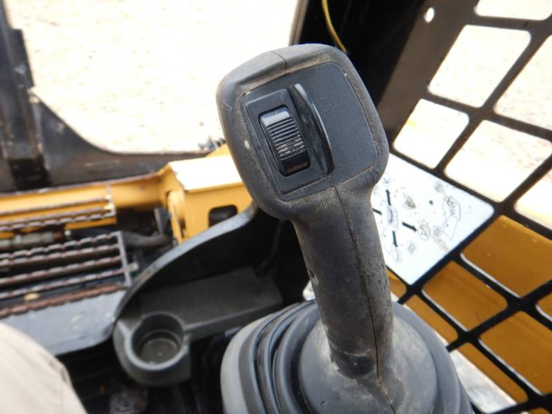 CATERPILLAR CHARGEURS TOUT TERRAIN 289 D equipment  photo 17