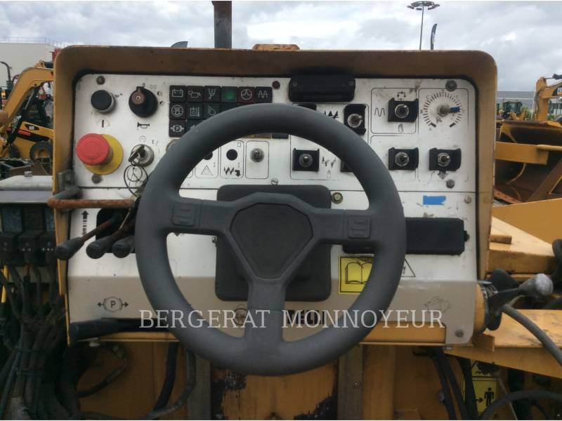 CATERPILLAR ASPHALT PAVERS BB621 equipment  photo 9