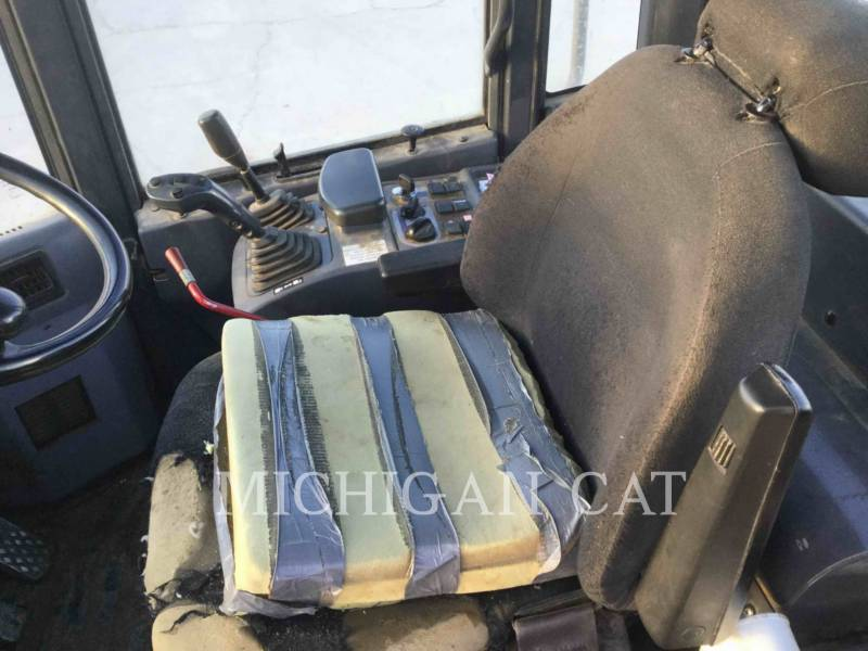 KOMATSU WHEEL LOADERS/INTEGRATED TOOLCARRIERS WA200PT-5 equipment  photo 17