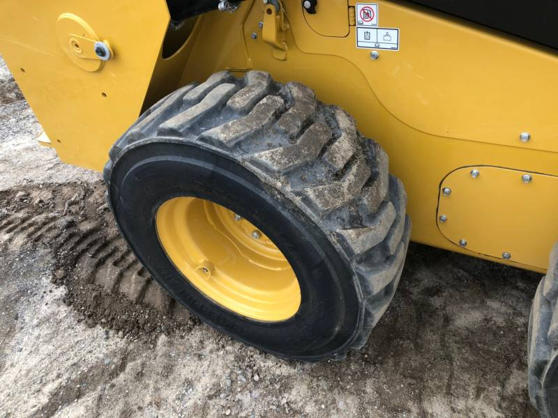 CATERPILLAR CHARGEURS COMPACTS RIGIDES 236D equipment  photo 9