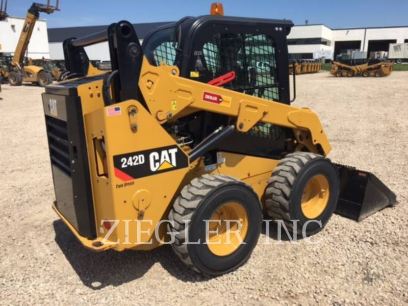 CATERPILLAR MINICARGADORAS 242DSR equipment  photo 3