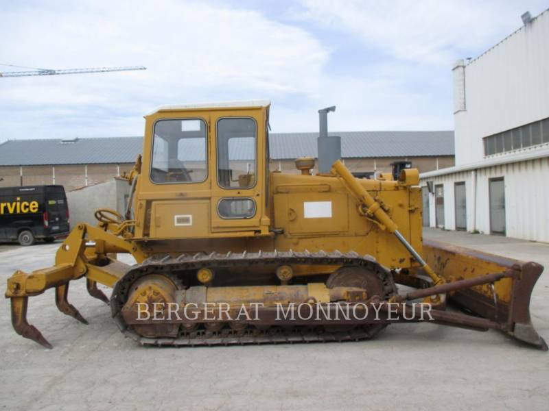 CATERPILLAR TRACK TYPE TRACTORS D5B equipment  photo 5
