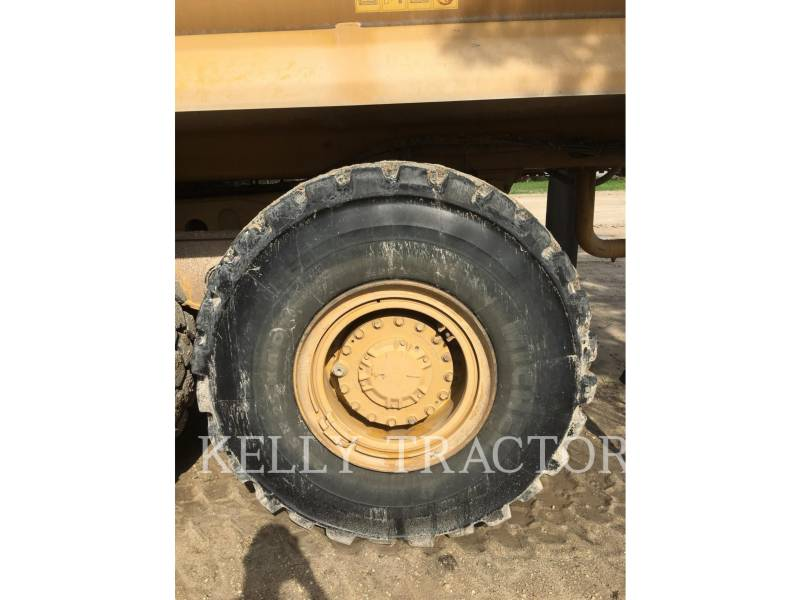 CATERPILLAR CAMIONS CITERNE A EAU 725 equipment  photo 12