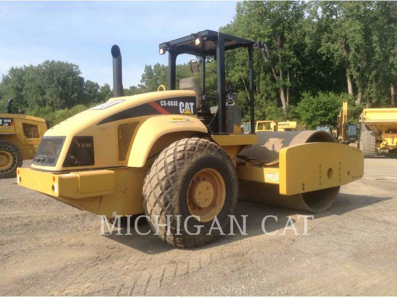 CATERPILLAR COMPACTADORES DE SUELOS CS683E equipment  photo 4