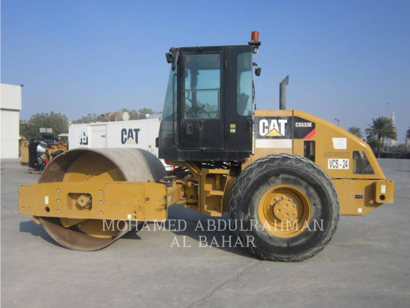 CATERPILLAR COMPACTEUR VIBRANT, MONOCYLINDRE LISSE CS 533 E equipment  photo 2
