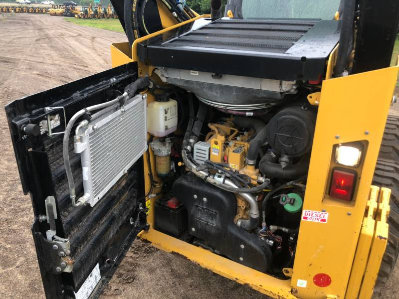 CATERPILLAR PALE COMPATTE SKID STEER 262 D equipment  photo 11