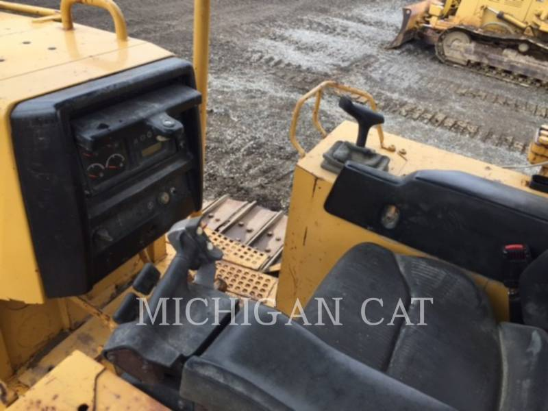 CATERPILLAR TRACK TYPE TRACTORS D5M equipment  photo 10