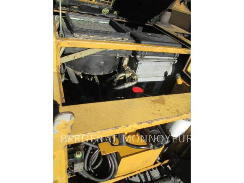 CATERPILLAR ASPHALT PAVERS BB621 equipment  photo 13