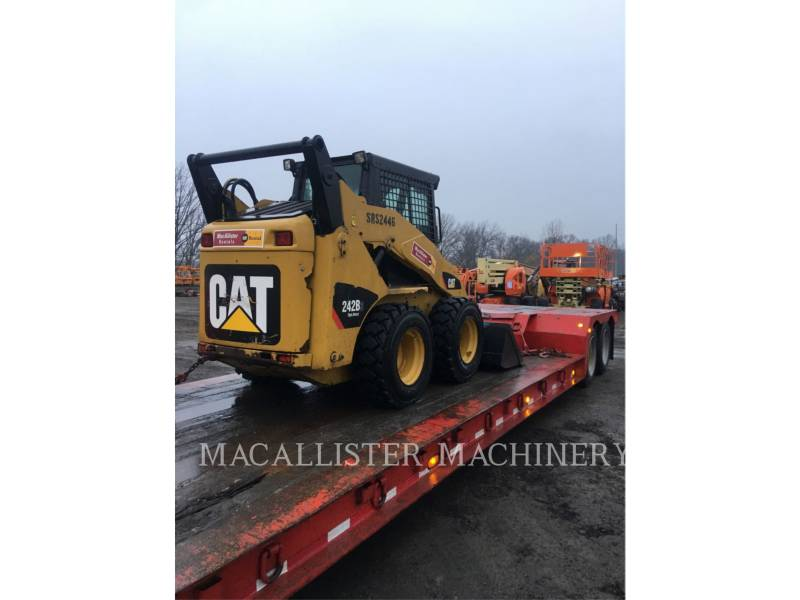 CATERPILLAR SKID STEER LOADERS 242B3 equipment  photo 4