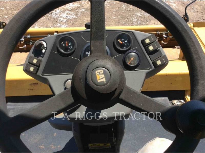 CATERPILLAR TRILLENDE DUBBELE TROMMELASFALTEERMACHINE CB64 equipment  photo 17